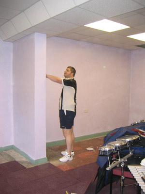 BIG NEIL SIZES UP THE WALL
